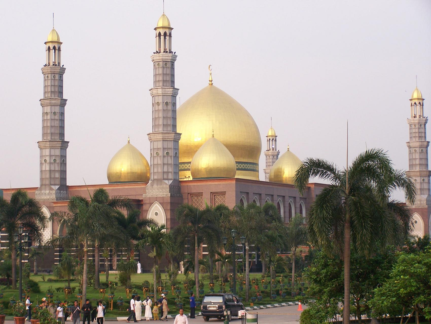 http://rizaldp.files.wordpress.com/2009/07/masjid-dian-al-mahri.jpg