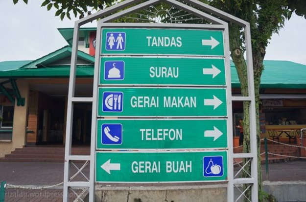 Bahasa Malay: Tandas = kamar mandi, surau = musala, gerai makan = kantin, telefon = telepon, gerai buah = toko buah